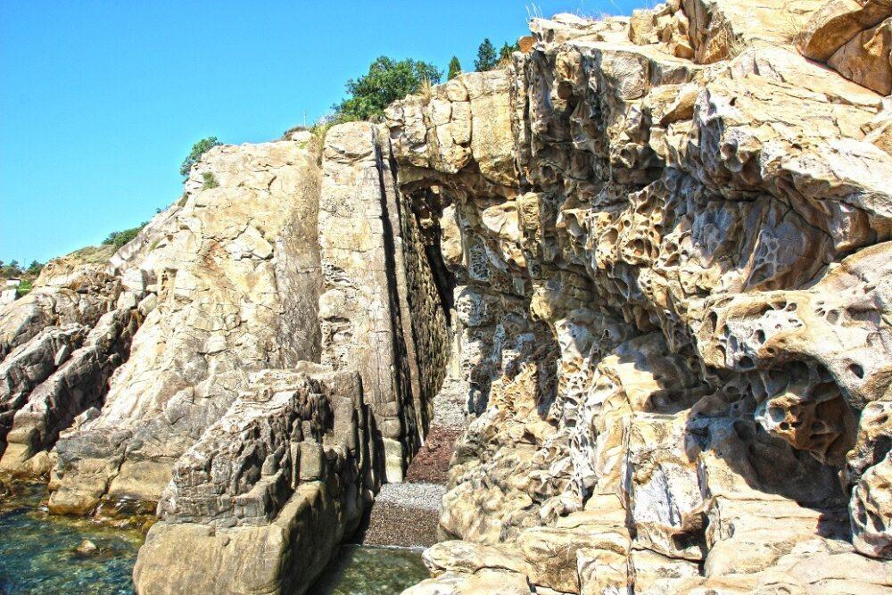 Фото сырных скал в Малореченском - Крым